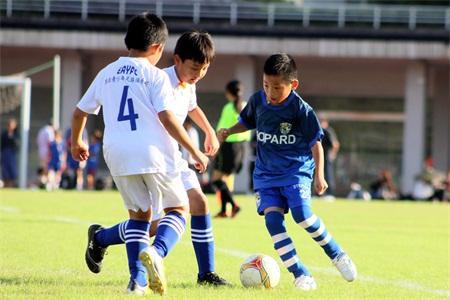 牛奶兑水的童年因足球而精彩