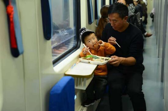 共筑爱心:汶川、甘南先心病患儿抵京免费治疗