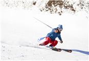 杨紫挑战高难度滑雪  滑雪不怕摔就怕撞