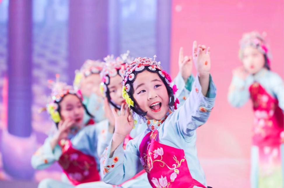 萌翻全场!蓝天小天使艺术团助力第十一届健康中国论坛