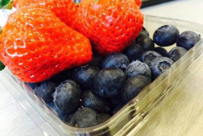 吃蓝莓蔓越莓可降蛀牙风险