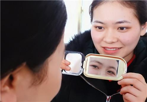 《精神病学研究》新研究:色盲色弱祸首或是吸烟!