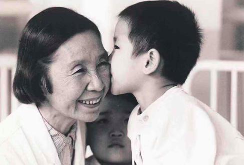 白血病患儿的胡奶奶走了 中国工程院院士胡亚美病逝