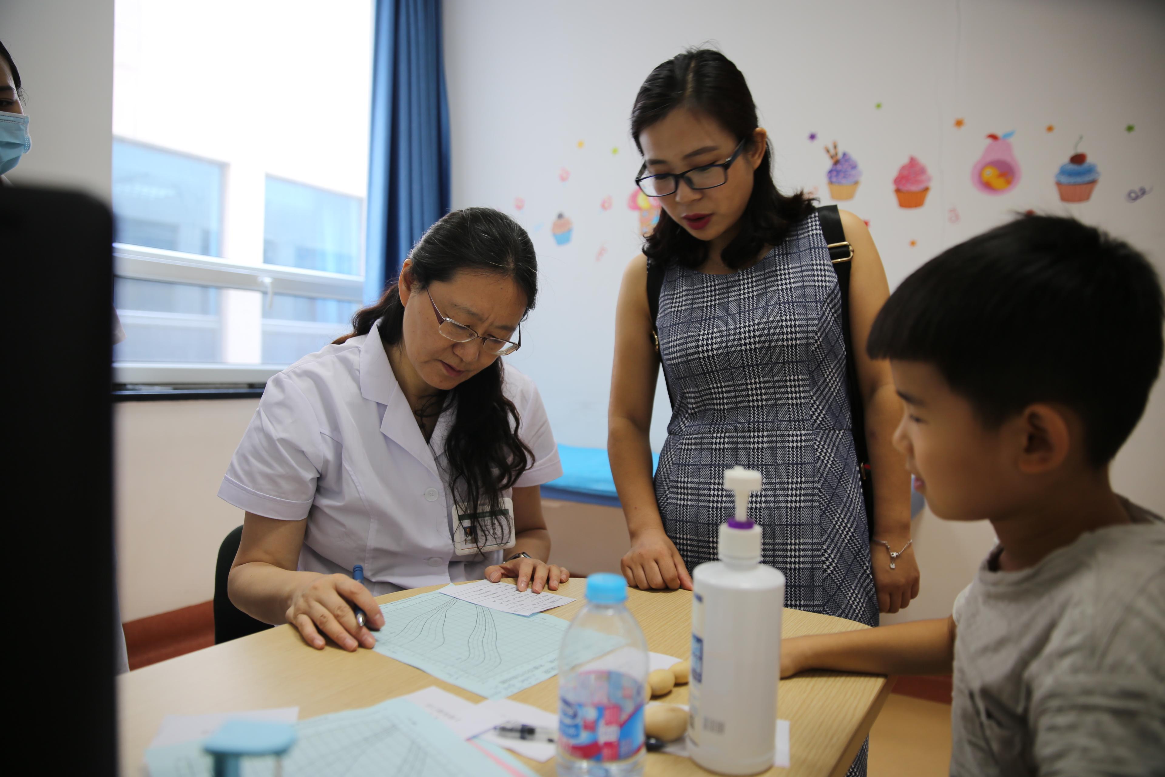 李辉教授:孩子想长高个要注意三个情况