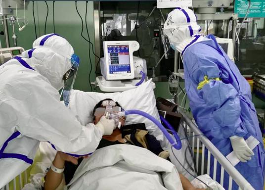 武汉协和西院ICU转出首例危重患者,重症指导:别和呼吸机对着干