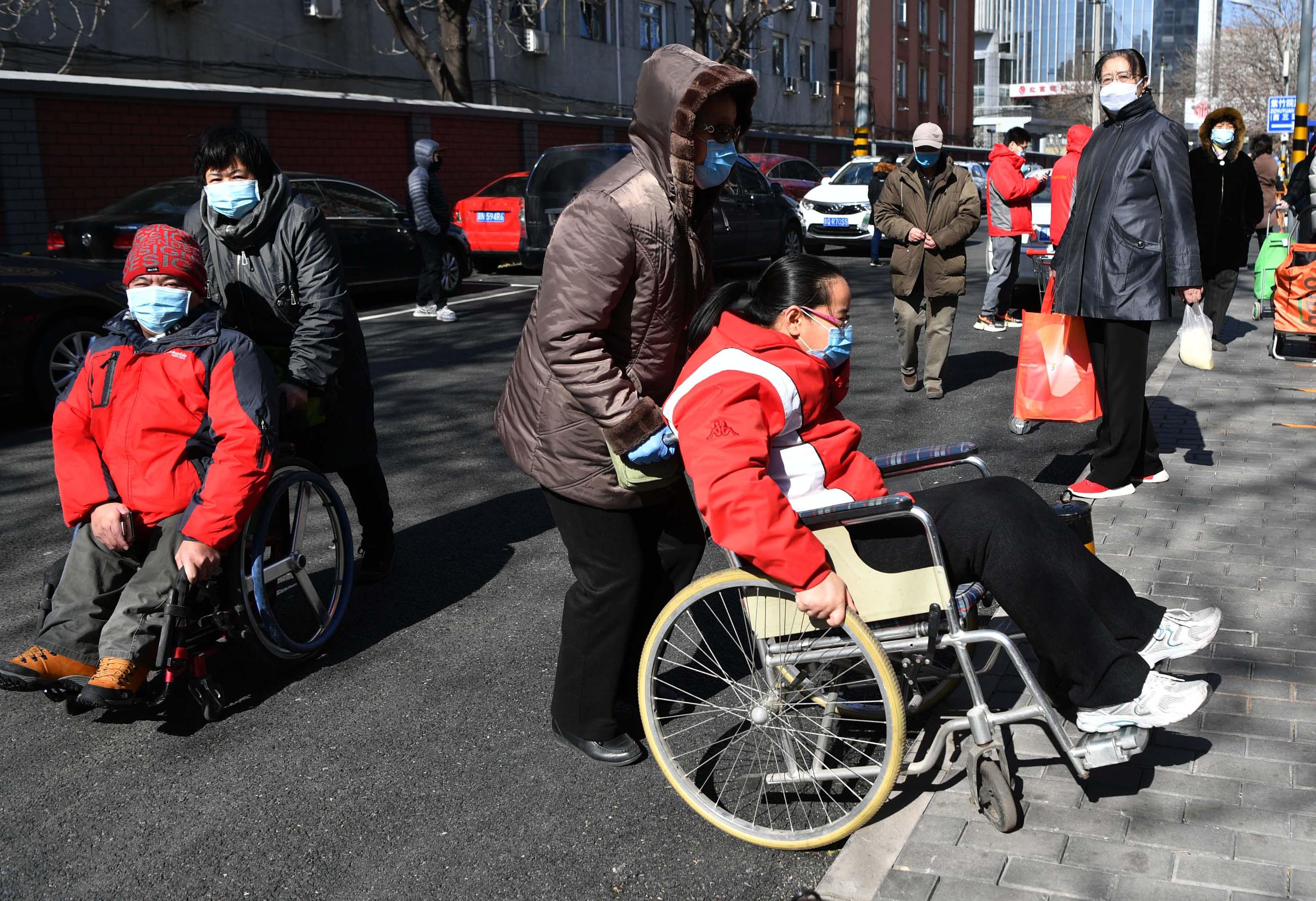 疫情下的残疾人|协助社区居民网购让自己再就业