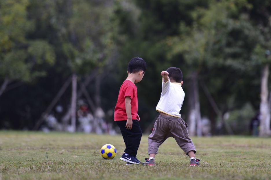 多數兒童骨病(bing)不需要手(shou)術(shu) 套用成人(ren)手(shou)術(shu)或(huo)造成生長(chang)發育畸形(xing)