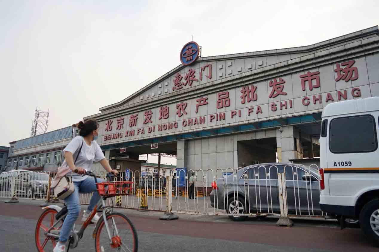 记者探访北京新发地市场:商户歇业,附近小区封锁