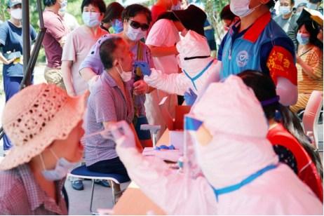 北京通州一小区两人核酸阳性,还未确诊,全小区都在做核酸检测