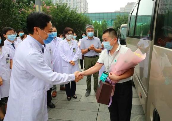 北京疫情得到有效控制,多地援京检验队离京