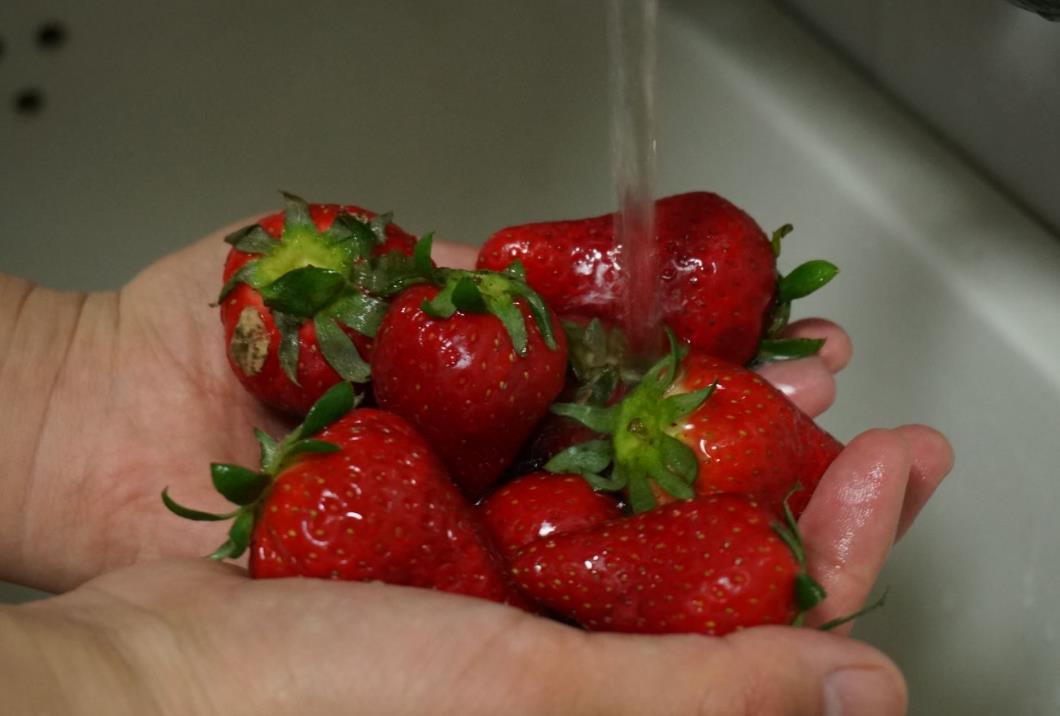 扔了可惜,吃了害怕!烂了一点的水果到底还能吃吗?