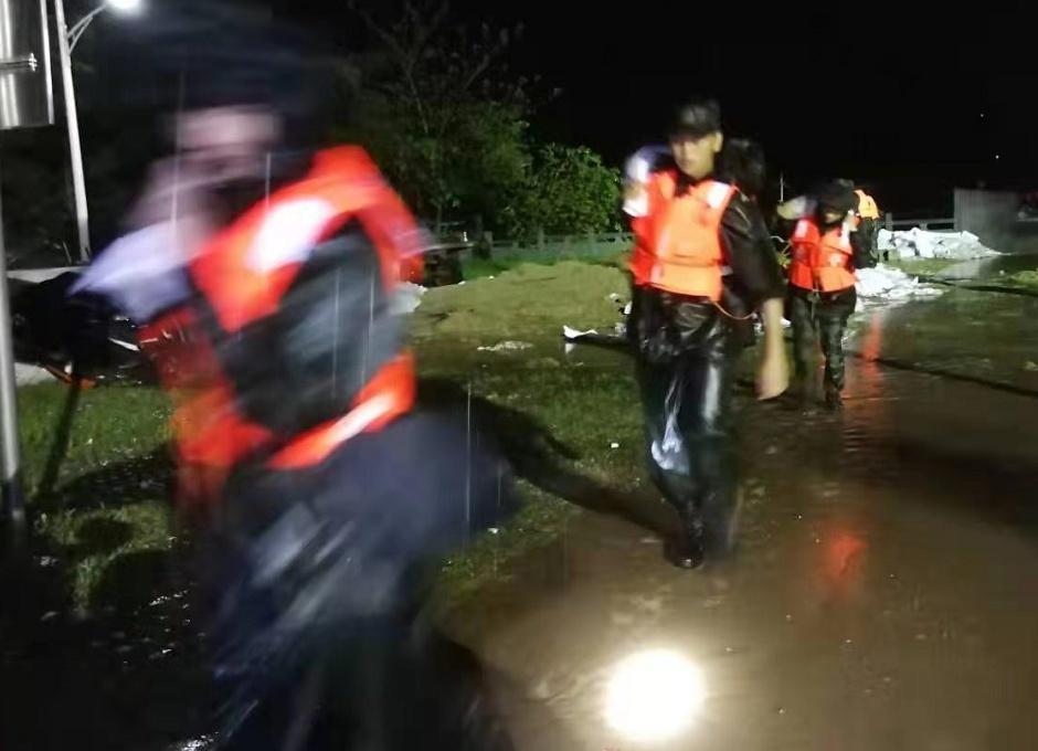 武警河南总队机动支队:连夜疏散670余户村民
