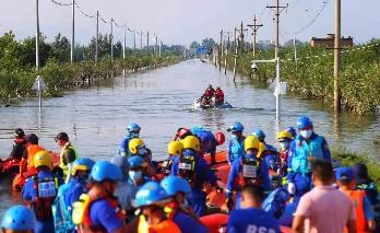 河南卫辉救援志愿者:这里更缺船