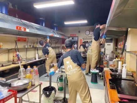 洪灾过后,郑州抗癌共享厨房灾后正修缮